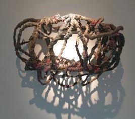 fil d'aluminium, ciment, toile de jute, PVA, peinture en aérosol, acier - Cette oeuvre a été conçue alors que P. Barlow se préparait à représenter le Royaume-Uni à la Biennale de Venise en 2017.
